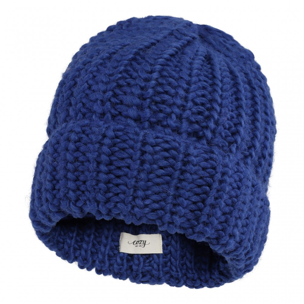 Warm and cozy hat, blue