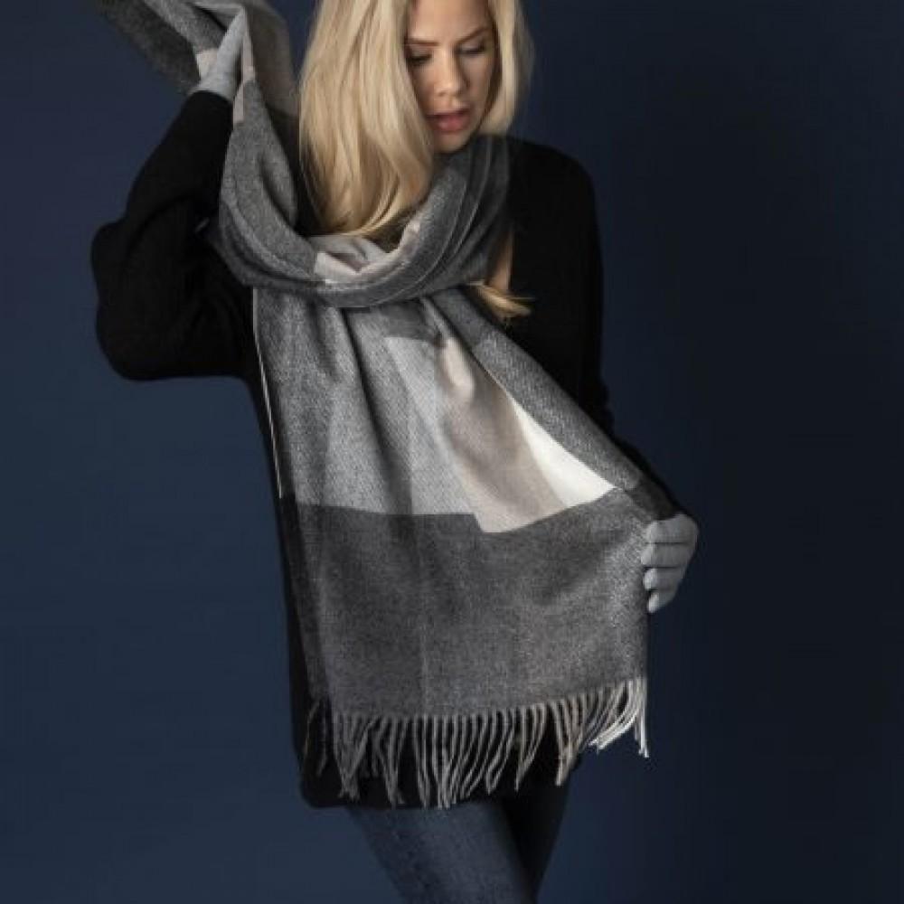 Highland scarf, grey-02