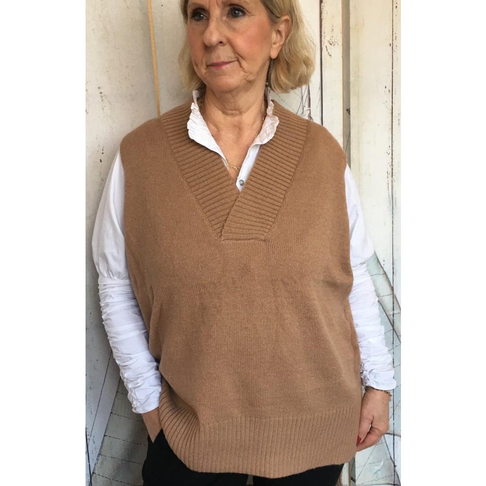 Laura vest, camel