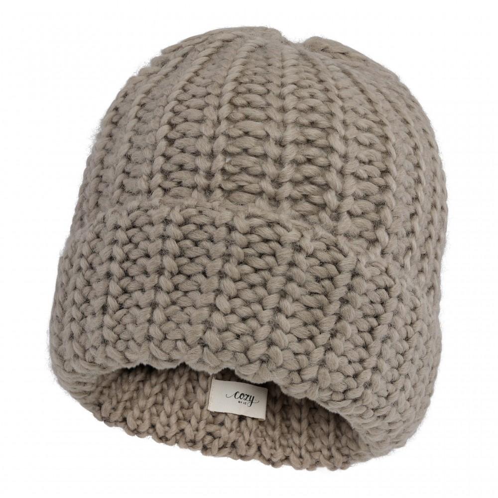 Warm and cozy hat, beige